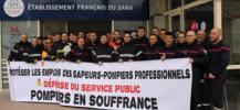 Les sapeurs-pompiers manifestent et r�alisent des dons de sang